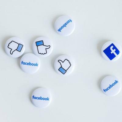 Facebook, Like button