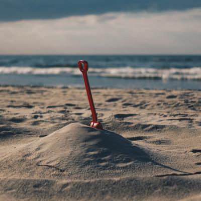 Sandbox, beach, spade, sea