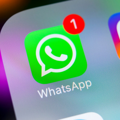 WhatsApp, Instagram